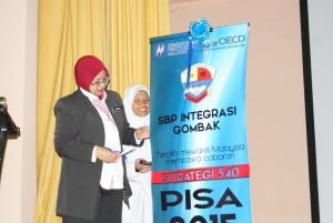Majlis disempurnakan oleh Puan Rahanim Binti Abd Rahim, Pengetua SBP Integrasi Gombak